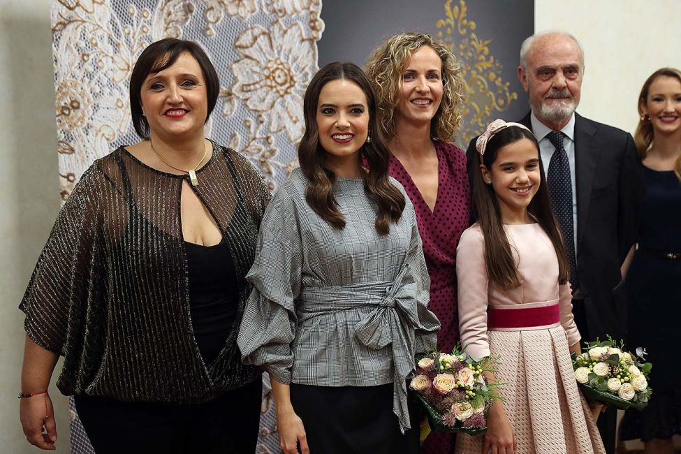 a89763f957 Fallas - Las Falleras Mayores y sus Cortes de Honor completan su ...